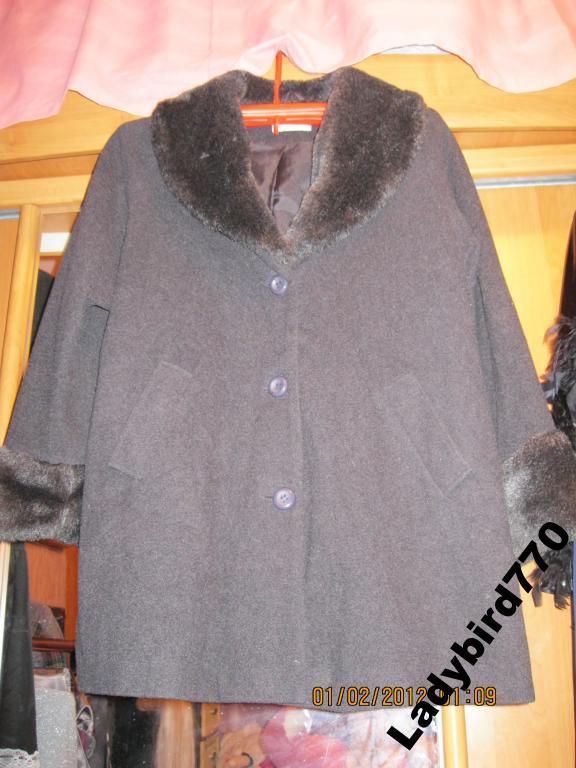 Пальто женское мех воротник серое 48 14 М хорошее качество
