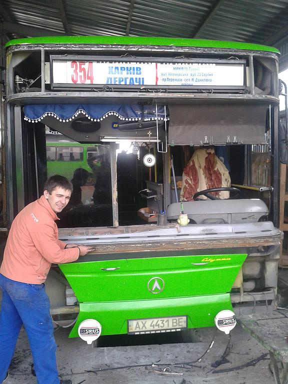 Замена лобового стекла LAZ 183 в Харькове