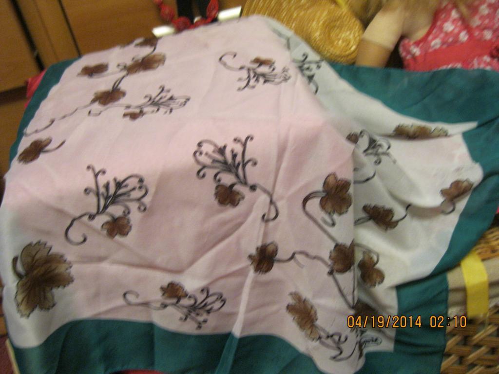 Платок шарфик  стильный цветы фирменный