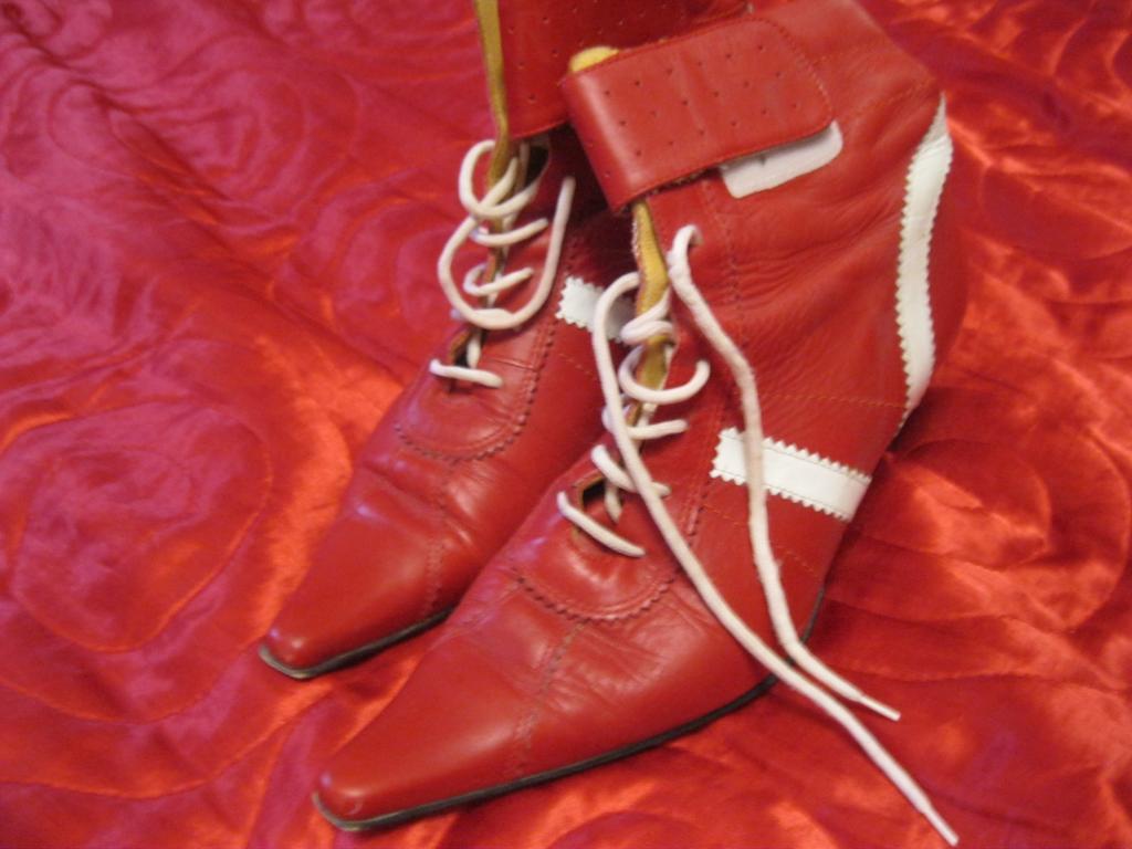 Ботильоны ботинки женские натуральная  кожа сапоги красные ИТАЛИЯ