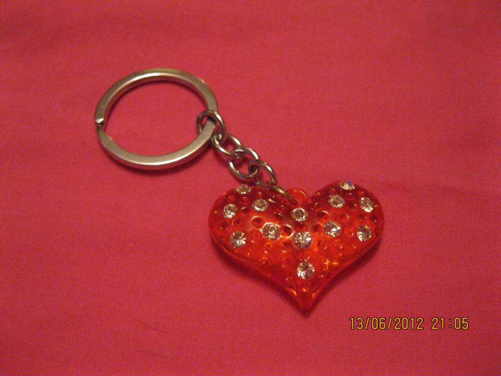 Брелок сердце сувенир стразы красное сердечко новый
