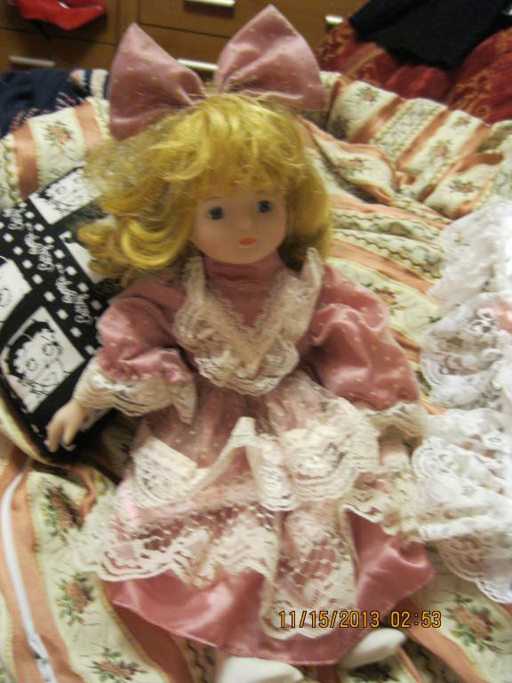 Кукла фарфор фирменная старая фарфоровая в розовом