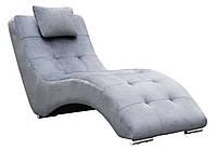 Современный мягкий шезлонг с подушкой на металлических опорах