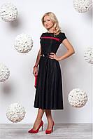 Эффектное платье в черном цвете с красной вставкой на груди в стиле ретро
