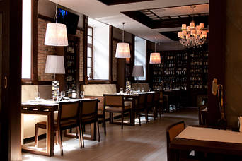 """Кожаные диваны для ресторана """"Whisky corner"""" улица Софиевська, 16/16 2"""
