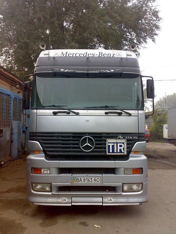 Замена лобового стекла  Mercedes Actros