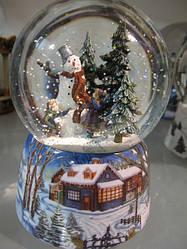 """Стеклянный шар с анимацией """"Снеговик в лесу"""""""
