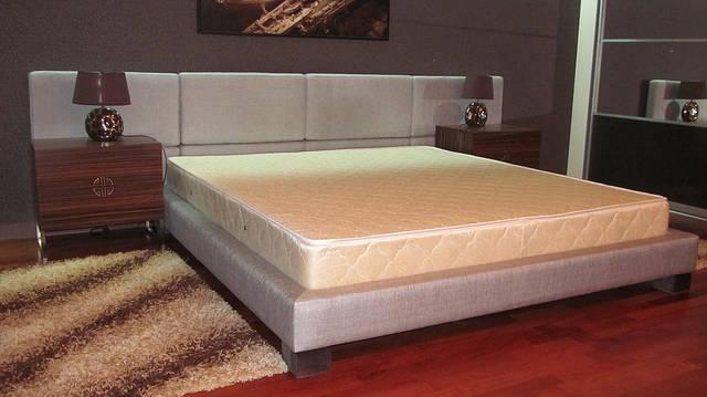 Двуспальная кровать на подиуме 1