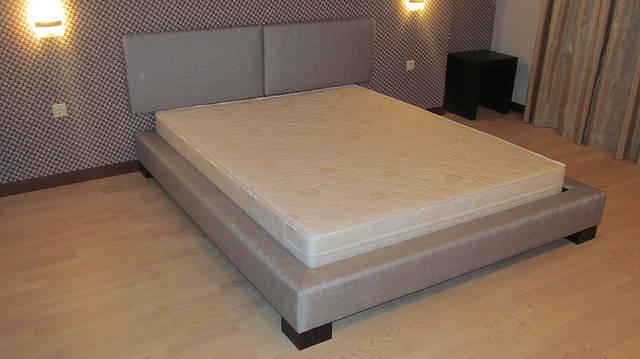 Двуспальная кровать на подиуме 2