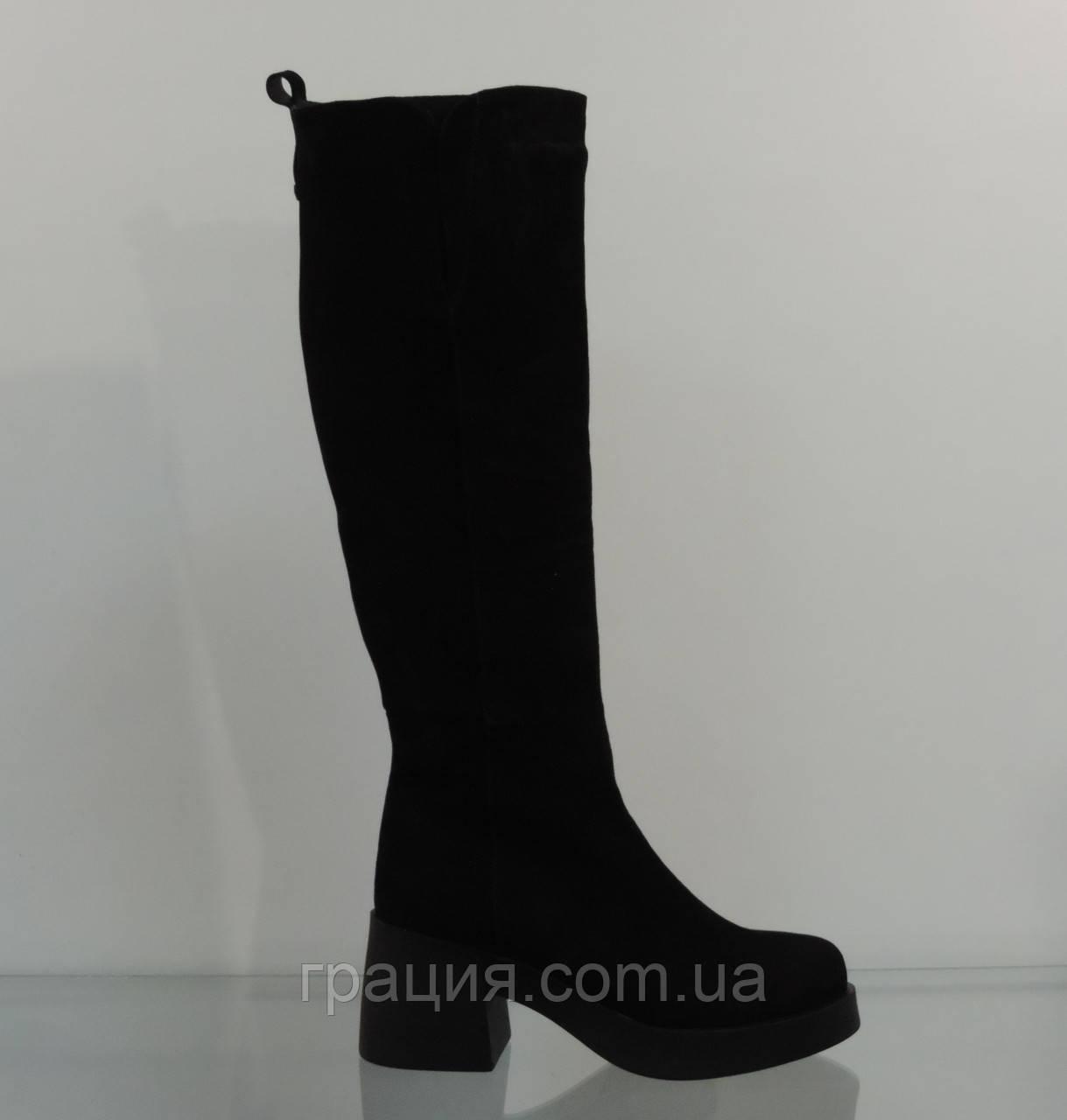 Молодіжні замшеві зимові чобітки на підборах модному