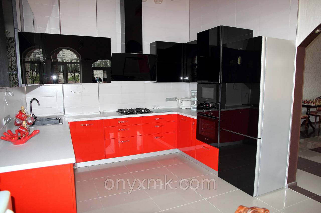 П-образная Черно-красная кухня в Харькове