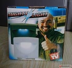LED светильник с датчиком движения Mighty Light на батарейках