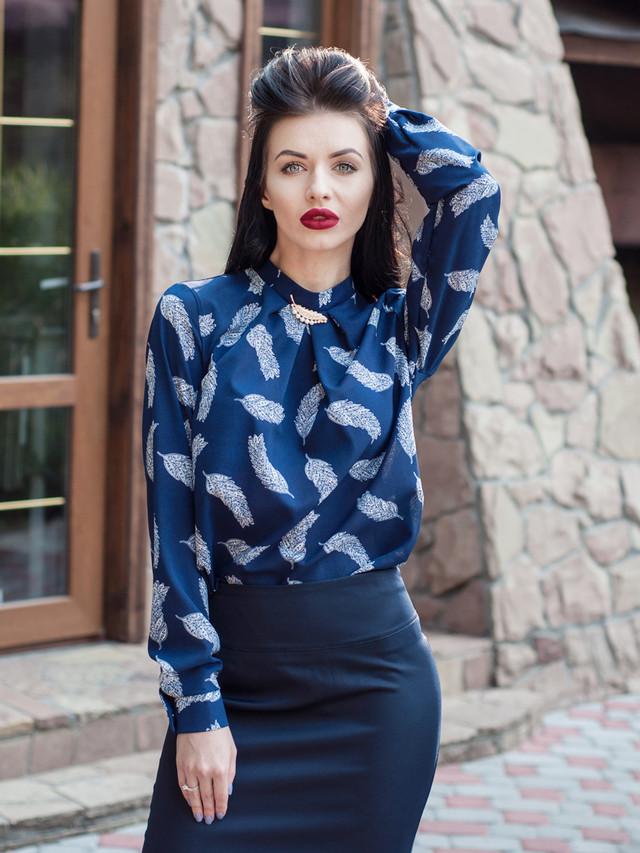 Офисная женская блузка с длинным рукавом