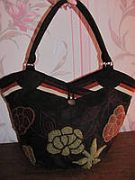 Коричневая тканевая сумка с вышитыми объемными цветами