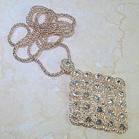 Нарядное ожерелье с камнями Сваровски