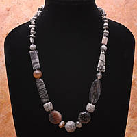 Ожерелье из агата и яшмы