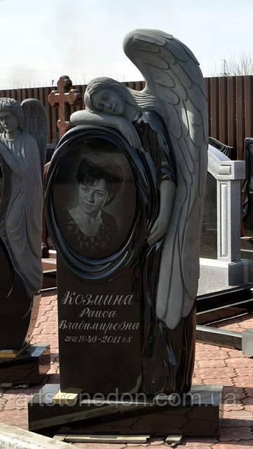 Памятник в виде ангела. Ангел из гранита с зеркалом