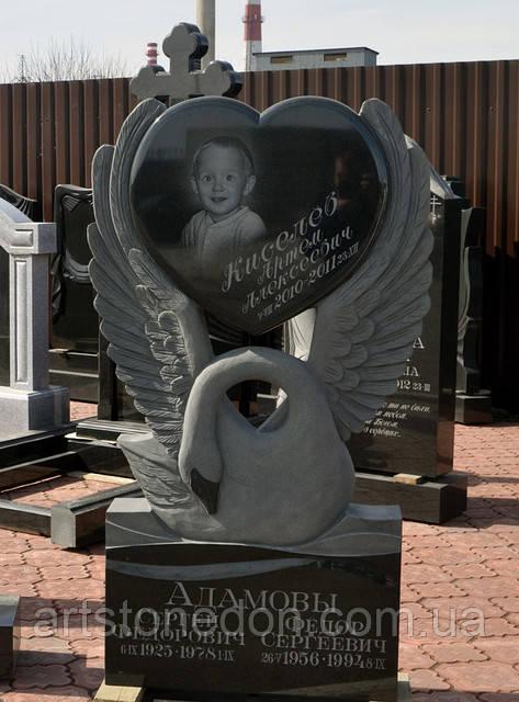 Памятники скульптуры на могилы. Лебедь с сердцем