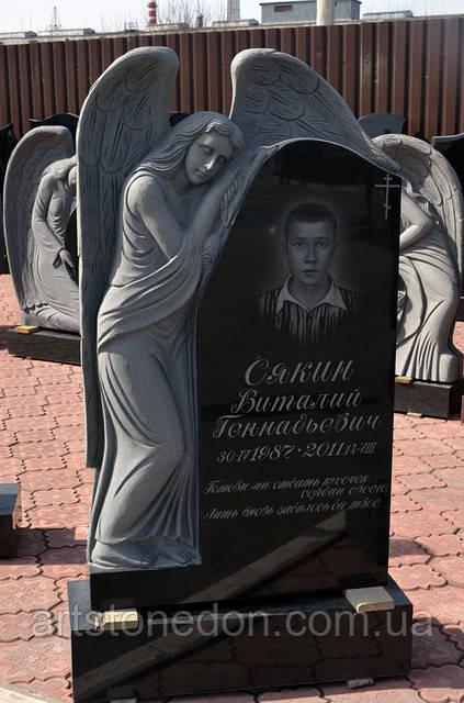 Памятник гранитный с ангелом