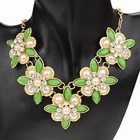 Нарядное ожерелье из цветов
