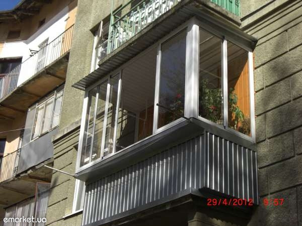 Балкони з виносом