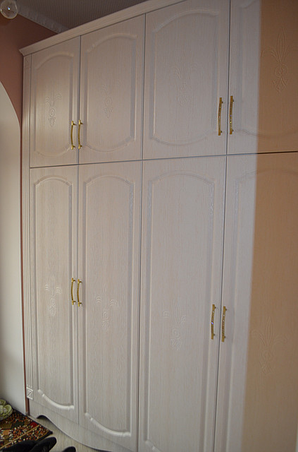 Шкаф из пленочного МДФ в классическом стиле