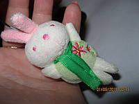 Брелок заяц зайчик кролик игрушка новый на карабинчике