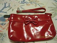 Красная сумочка косметичка кошелек на ручке лаковая