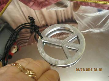 Сувенір металевий значок знак колір-срібло металевий на мотузці