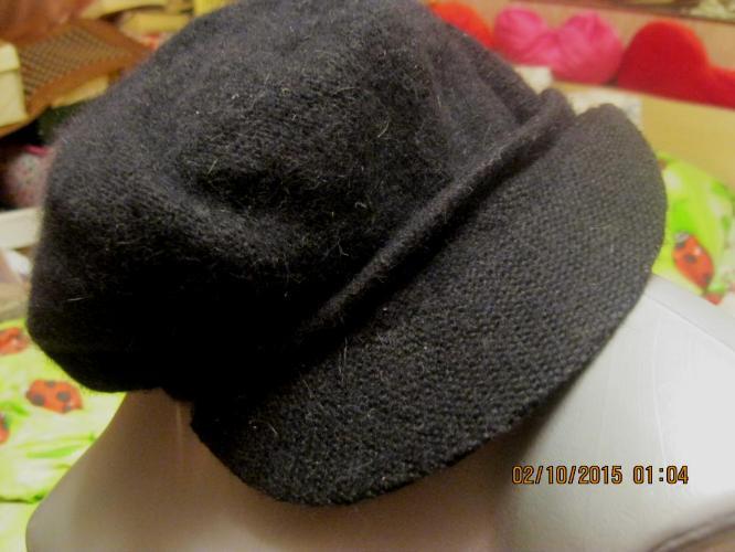 Фирма черная кепка шапка теплая на 56р отличная!