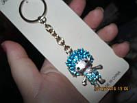 Брелок на ключи декор девочка кукла цвет-ГОЛУБОЙ металл с камнями сувенир