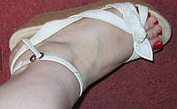 Фирменные белые тканевые босоножки 38р танкетка б у