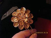 Обруч заколка на волосы цвет золотой с цветком стильный красивый