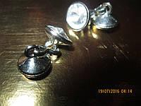 Запонки женские белые от фирменной блузы металл под серебро