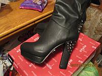 Сапоги черные стильные 39 р высокие шикарная модель удобная каблук с шипами