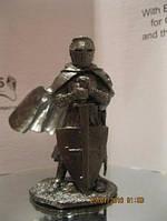 Фигурка статуэтка сувенир рыцарь войн со щитом металл олово распродажная цена