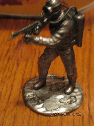 Коллекционная фигурка статуэтка водолаз с ружьем автомат сплав олова металл СКУЛЬПТУРА подарок