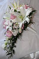 Свадебный букет с лилиями и эустомой