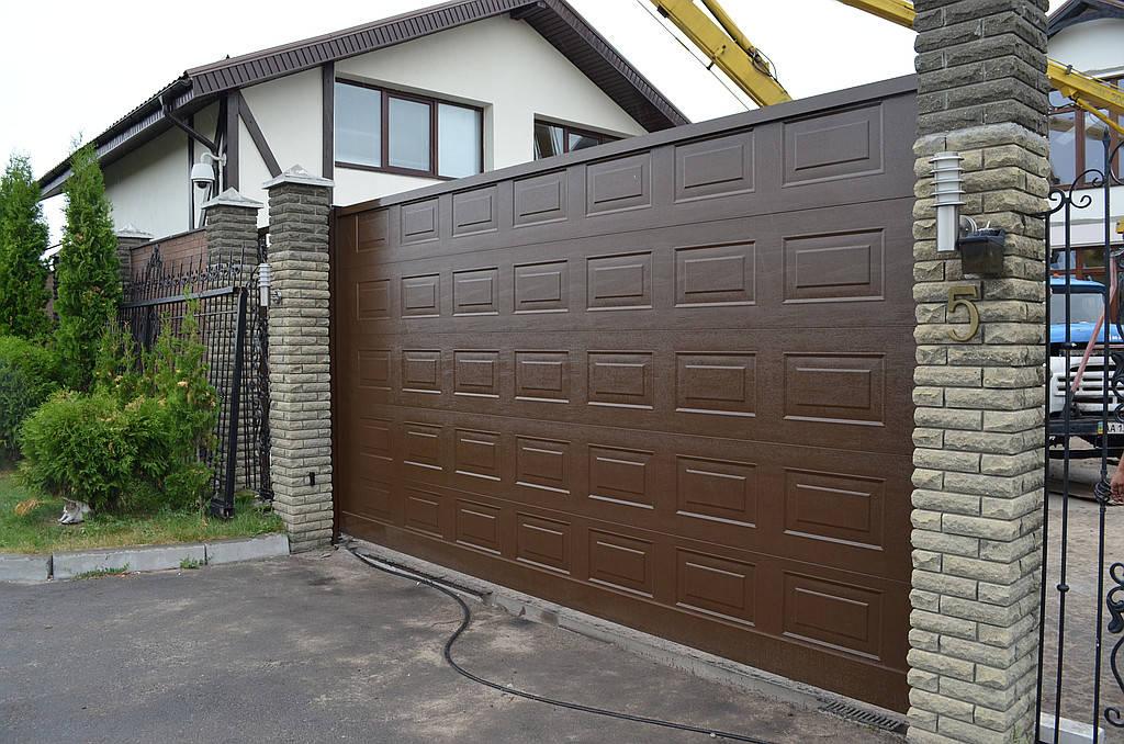 Установка откатных ворот и калитки ALUTECH серии ADS400.