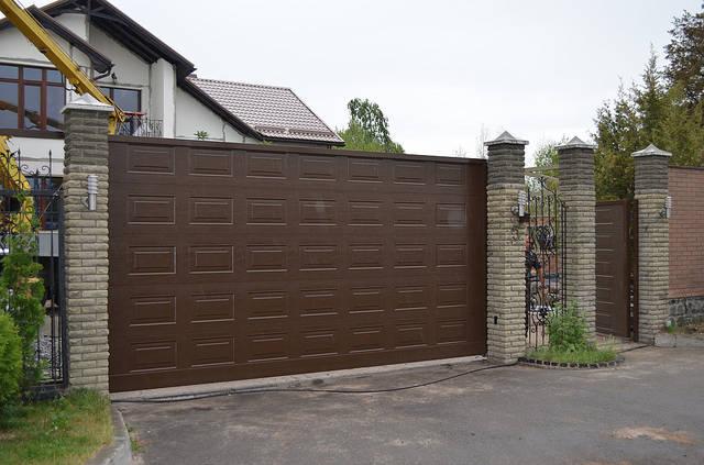 Установка откатных ворот и калитки ALUTECH серии ADS400. 1