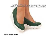 Женские кожаные молодежные зеленые туфли на танкетке 9 см (размеры 36-40)