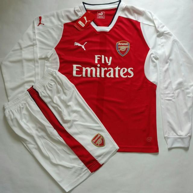 Вы можете купить на подарок футбольную форму Арсенала сезона 2016 2017 в  нашем интернет магазине, а также, мы делаем накатку номеров и фамилии  оригинальным ... 7f04c846dd3
