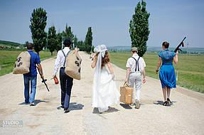 Фото Виталия из Бухареста - Свадьба, жених готовиться к обороне или выкупу? Короче, к нему пришли!