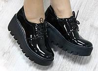 Туфли лаковые на платформе, черные