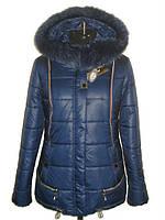 Модная женская зимняя куртка с мехом синего цвета