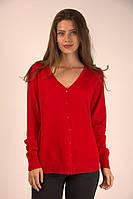 Яркая женская кофточка красного цвета на пуговицах
