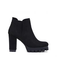 Стильные замшевые ботинки черног цвета
