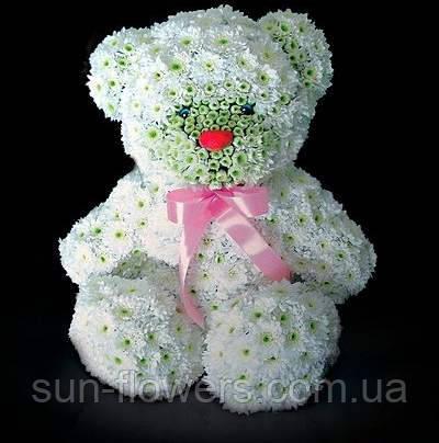 Мишка из белой хризантемы