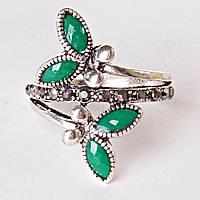 Кольцо завиток лепестки страза зеленый