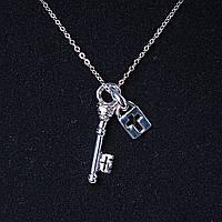[35х7 мм.] Кулон подвеска на цепочке Ключик и Крестик, металл Silver со стразами